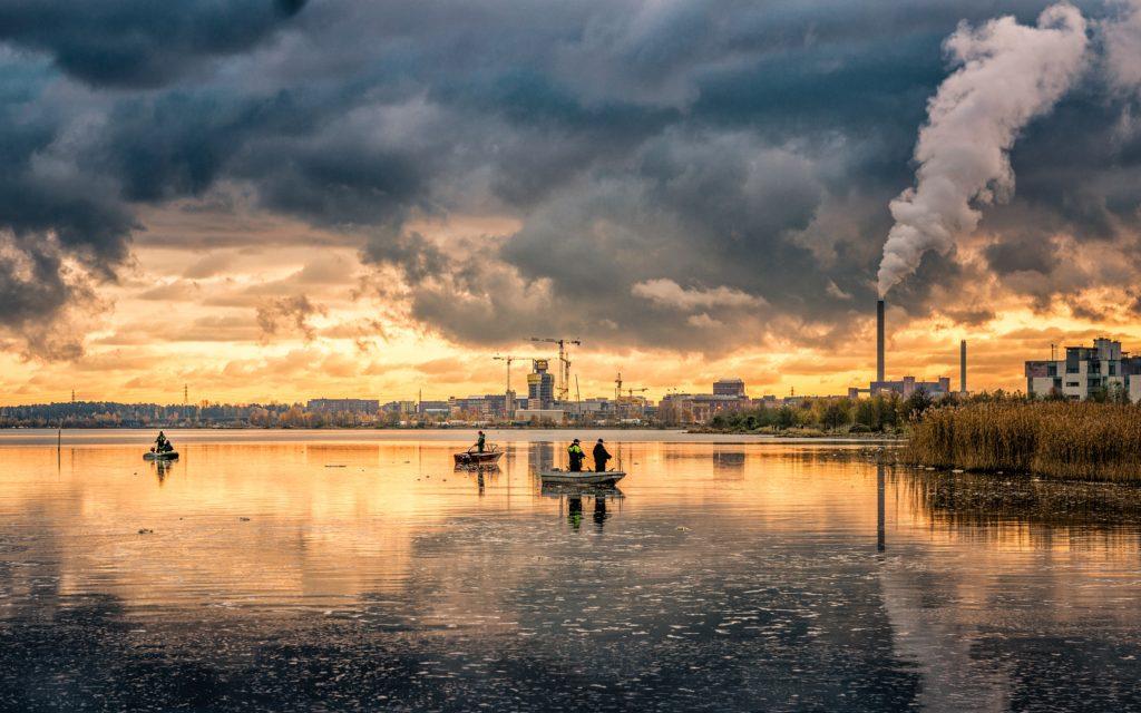 Загрязнение воды: основные источники и последствия