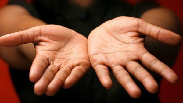 k chemu goryat ruki kisti ruk ladoni palcy primety