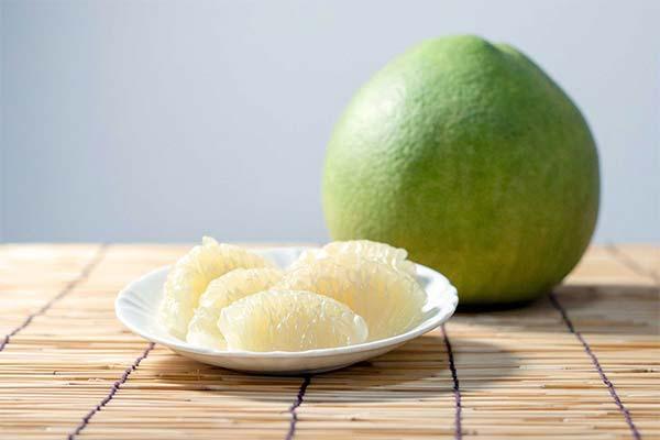 Как правильно есть фрукт помело