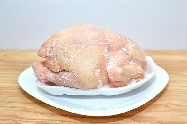 Как правильно и быстро разморозить курицу