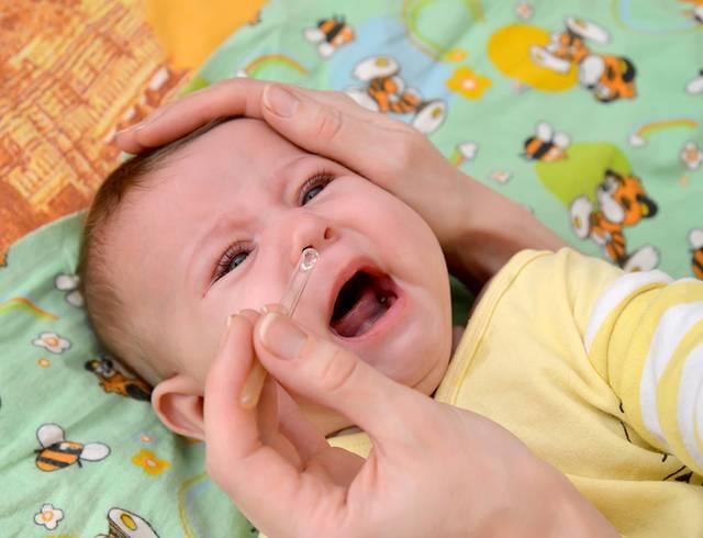 Как и чем лечить насморк у новорожденного