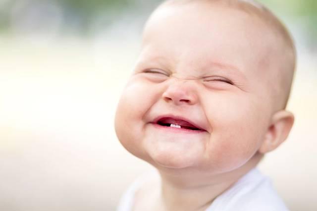 Почему рождаются дети с зубами